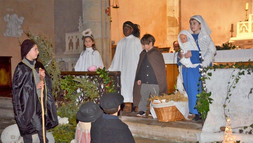 Un conte de Noël animé par les enfants lors de la veillée du 24 décembre à Salles-la-Source.