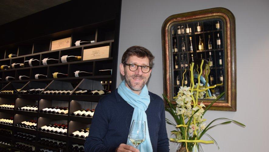 Sergio Calderon dans son antre élégant, propice à la dégustation des nectars d'ici et d'ailleurs.oc