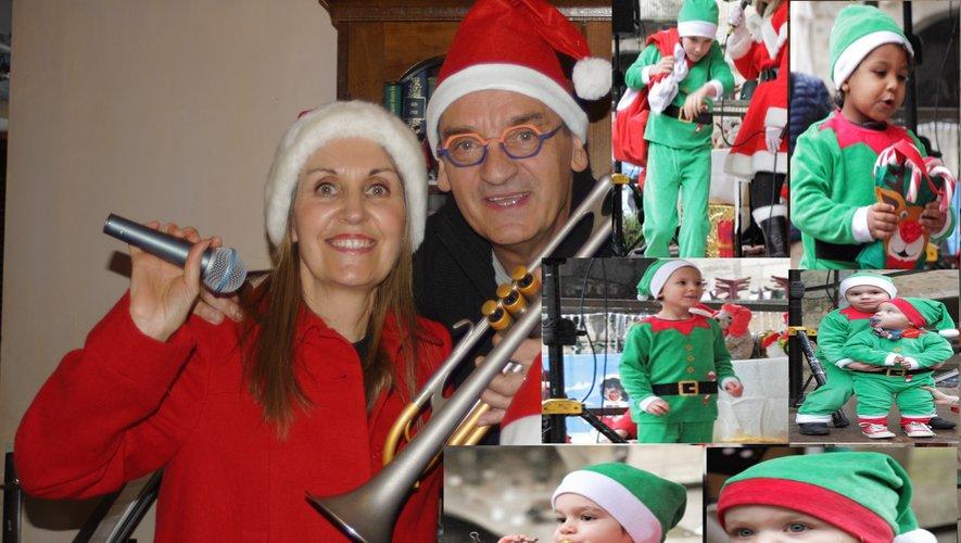 Christine Roudil et Daniel Alogues en compagnie de leurs petits-enfants, les lutins du Père Noël.