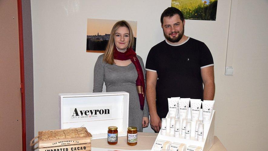 Présents ce week-end au marché de Noël de Decazeville, puis à celui d'Espalion du 20 au 24 décembre, Eva Catusse  et Romain Brunet proposent la gamme Evaness : un savon, une crème pour le visage et une autre pour le corps.RDS