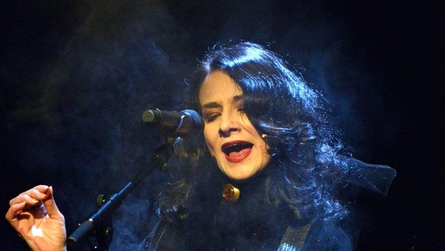 Claire Diterzi sur scène.