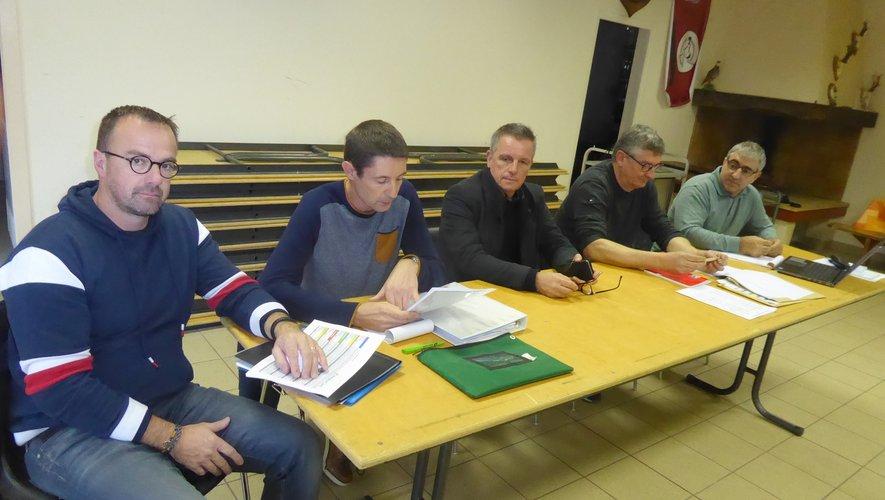 Les membres du bureau et les élus autour du président Laurent Izard.