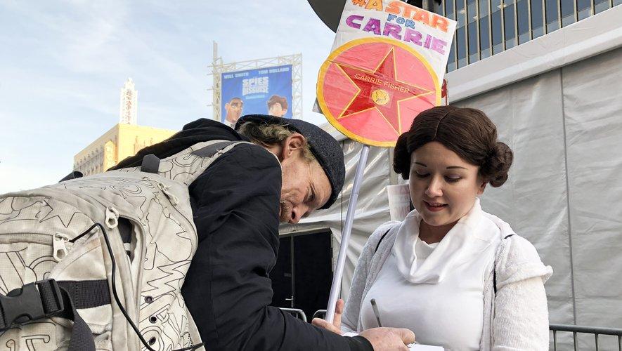 """Kristin Grady a déjà recueilli près de 6.000 signatures demandant une étoile pour Carrie Fisher et profite de la sortie du dernier épisode de la saga Star Wars, """"L'Ascension de Skywalker"""", pour en obtenir d'autres."""