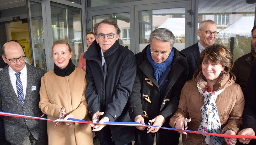 Le ruban inaugural de la nouvelle maison de santé du Faubourg a été coupé ce mercredi matin par les différents partenaires financiers de l'opération.
