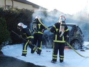 Le véhicule a totalement brûlé.
