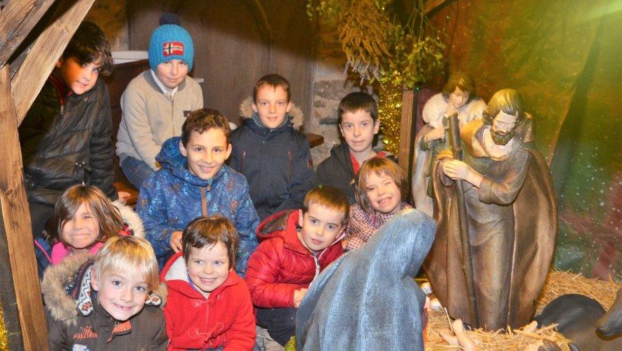 Les enfants sont toujours ravis de visiter des crèches de Noël, comme ici à Solsac en 2017.