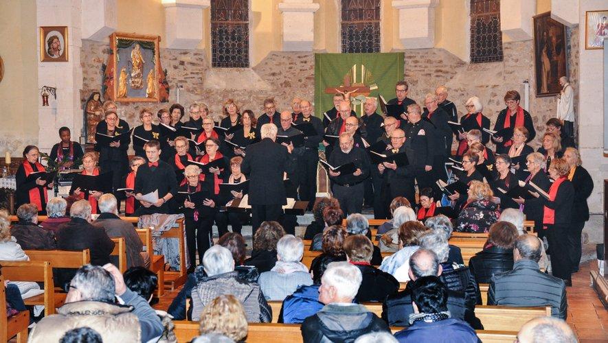 Quatre chorales sous la direction de leur chef de chœur commun, Gilles Montagnan.