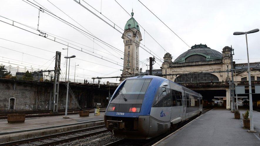 Sur les trains reliant Paris à la Normandie (Paris-Rouen-Le Havre, Paris-Caen-Cherbourg, Paris-Deauville et Paris-Granville), la réservation habituellement facultative a été rendue obligatoire pour vendredi, samedi et dimanche, à l'exception des abon