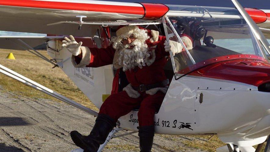 Un peu secoué le père Noël arrive avec le sourire.