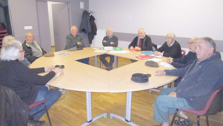 Table ronde pour l'assemblée générale des Anciens combattants.