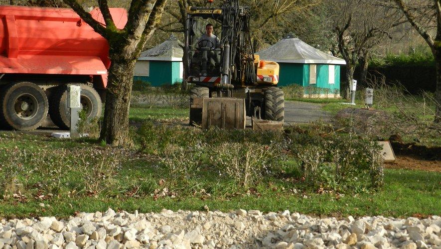 Les travaux pour l'aménagement des emplacements pour les camping-car sont en cours