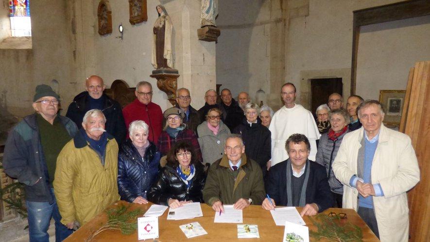 Les participants présentsà la signature de la convention,en l'église de Panat.