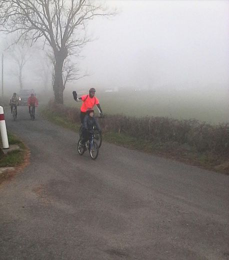 Les cyclistes ont traversé plusieurs bourgades pour collecter les dons.