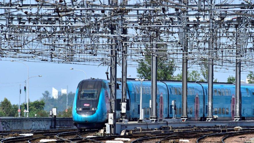 """Les 14 TGV affrétés dimanche seront réservés aux enfants voyageant seuls, et """"il y aura bien sûr tous les accompagnateurs classiques et des volontaires SNCF qui ont choisi de s'associer à cette opération"""", a expliqué la directrice générale de SN"""