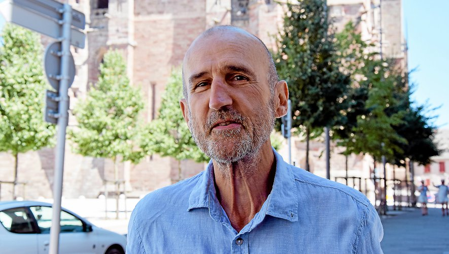 Le docteur Daniel Roux lors de la présentation de son livre, à Rodez : « Il ne s'agit que de la vie. Je n'exagère rien. J'en ai assez du politiquement correct. »