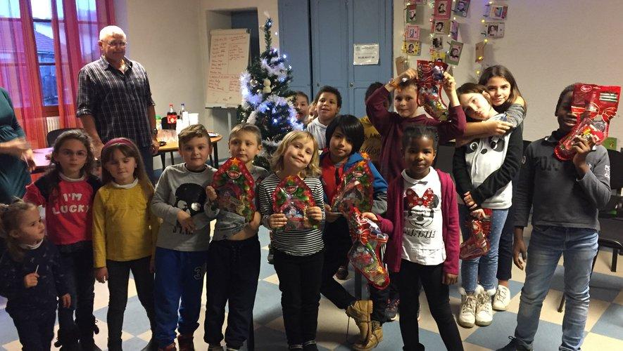 Les enfants du soutien scolaireont reçu des cadeaux.