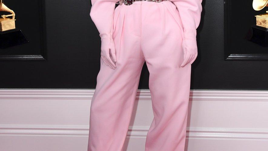 Les regards étaient tournés vers Kylie Jenner, qui a opté pour une tenue oversized rose pâle Balmain Couture, lors des Grammy Awards. Los Angeles, le 10 février 2019.