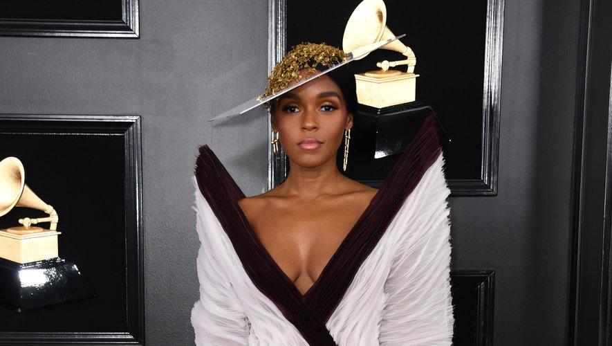 Difficile de faire plus chic et glamour que Janelle Monae lors des Grammy Awards. La chanteuse a opté pour une robe décolletée aux épaules surdimensionnées signée Jean Paul Gaultier. Los Angeles, le 10 février 2019.