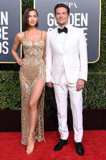 S'ils ne sont plus en couple aujourd'hui, Irina Shayk et Bradley Cooper étaient parfaitement assortis pour les Golden Globes, misant sur un duo gagnant : l'or et le blanc. Beverly Hills, le 6 janvier 2019.