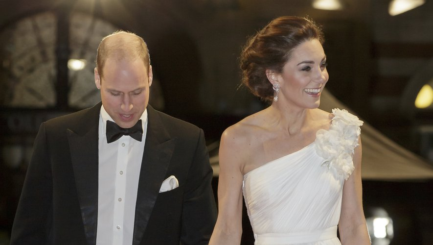 Le prince William et Kate Middleton ont également opté pour l'iconique duo black & white pour les BAFTA, qui permet un rendu parfait sur tapis rouge. Londres, le 10 février 2019.