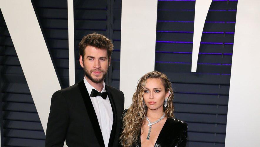 Aujourd'hui séparés, Liam Hemsworth et Miley Cyrus formaient le couple parfait sur red carpet. Pour la soirée Vanity Fair organisée en marge des Oscars, ils ont choisi du noir, mat pour l'un, brillant pour l'autre. Beverly Hills, le 24 février 2019.