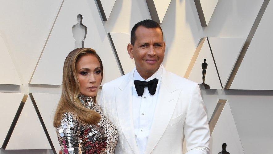 Difficile pour Alex Rodriguez de rivaliser avec l'une des femmes les plus glamour de la planète, et pourtant... Aux Oscars, il a opté pour un costume blanc et noir pour sublimer la robe facettée de Jennifer Lopez. Hollywood, le 24 février 2019.