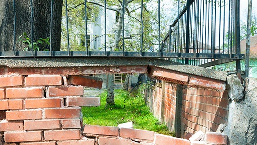 Chaque voisin est responsable de l'entretien d'un mur mitoyen.