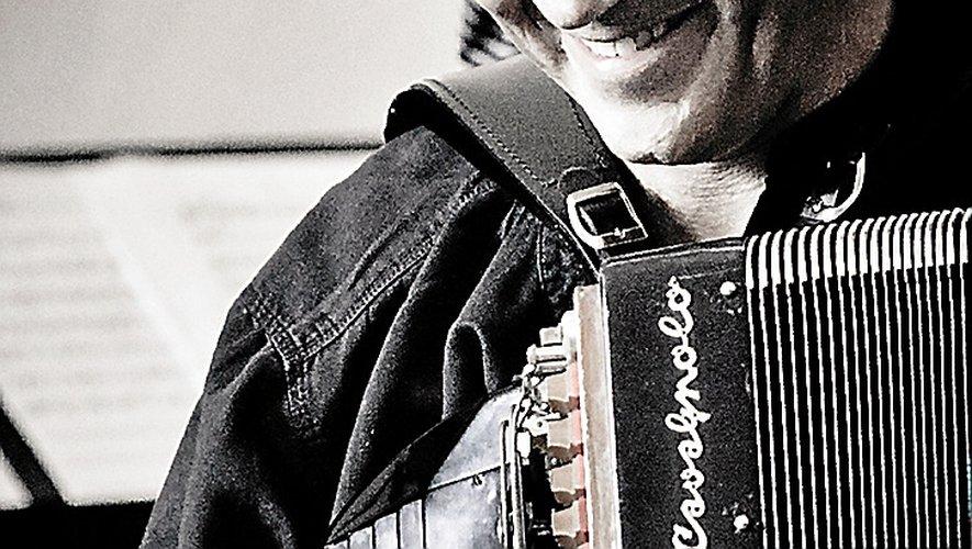 Daniel Mille et son accordéon rendent hommage à Piazzolla.