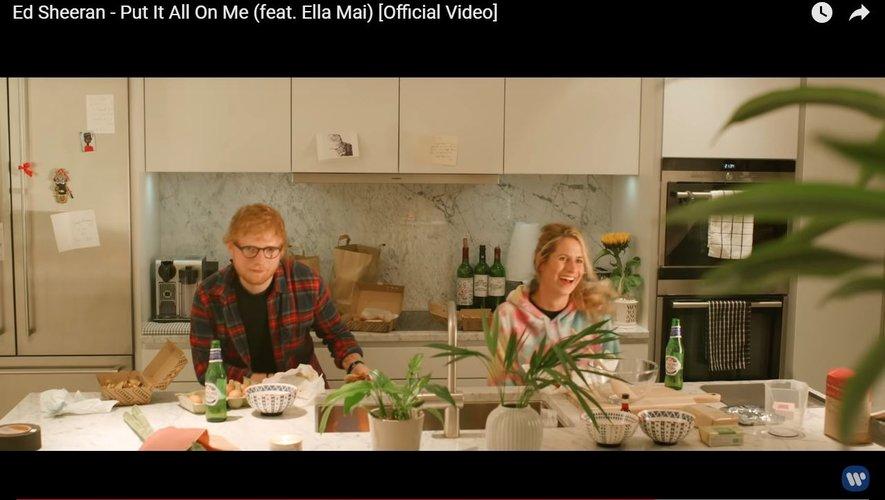 "Extrait du clip ""Put It All On Me"" d'Ed Sheeran (avec Ella Mai)"