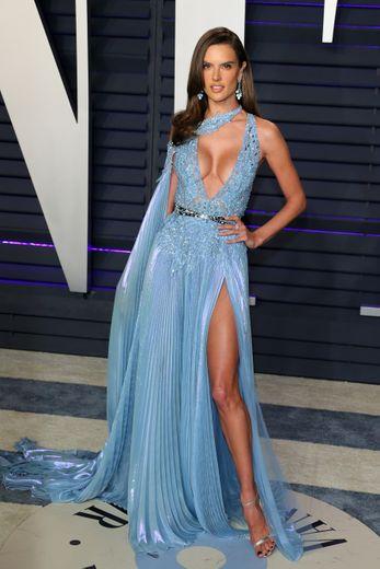 A chaque apparition, Alessandra Ambrosio fait l'unanimité. C'était le cas lors de la soirée Vanity Fair en marge des Oscars pour laquelle elle arborait cette robe fendue au décolleté profond signée Zuhair Murad. Beverly Hills, le 24 février 2019.
