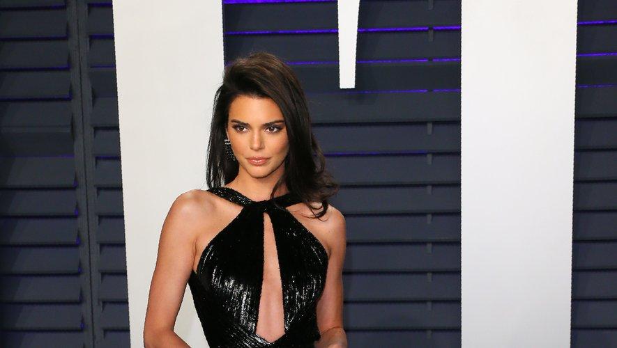Kendall Jenner a été plus audacieuse que jamais lors de la soirée Vanity Fair organisée en marge des Oscars, arborant une robe intégralement ouverte signée Rami Kadi Couture. Beverly Hills, le 24 février 2019.
