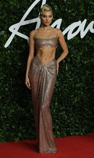 Elsa Hosk brillait de mille feux aux Fashion Awards dans cette robe ultra sexy recouverte de sequins signée Celia Kritharioti. Londres, le 2 décembre 2019.