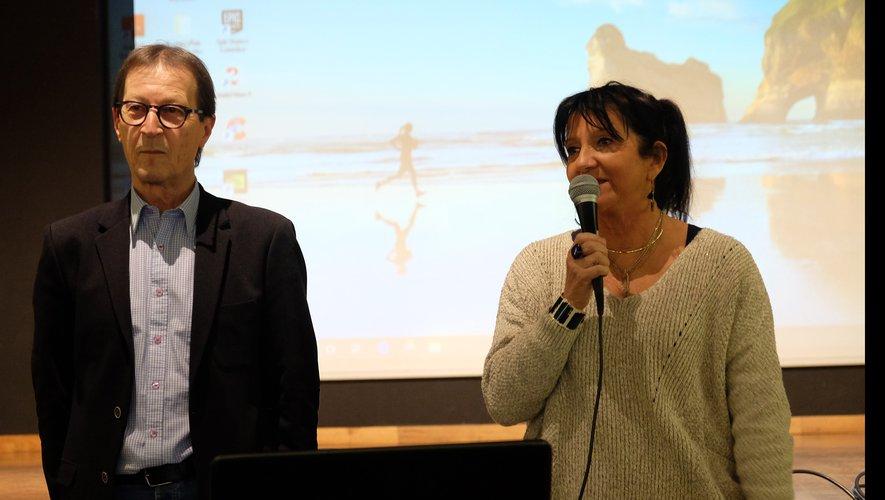 Marie-Claude Cavagnac, membre d'Itinéraires Découvertes, présentait Alain Gurrera au public.