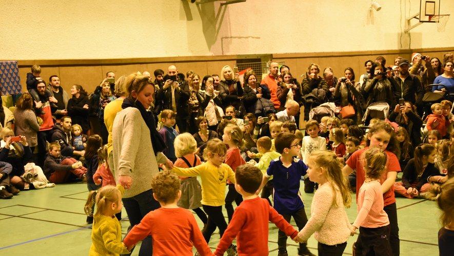 La maternelle Anne-Frank avait préparé des danses.