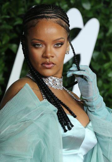 Rihanna, sur le tapis rouge des Fashion Awards à Londres, le 2 décembre 2019