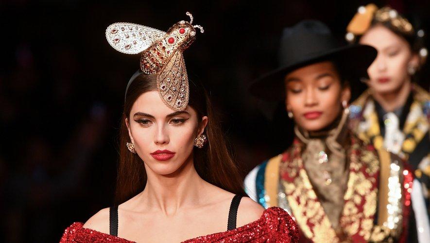 Le bijou de cheveux XXL de Dolce & Gabbana pour la saison automne-hiver 2019. Milan, le 24 février 2019.