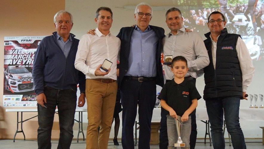 Remise de la médaille en présence du maire, J. Romigière et Christian Braley, partenaire fidèle des coureurs.