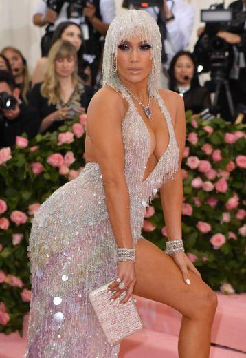La superstar Jennifer Lopez s'est montrée étincelante au Met Gala.