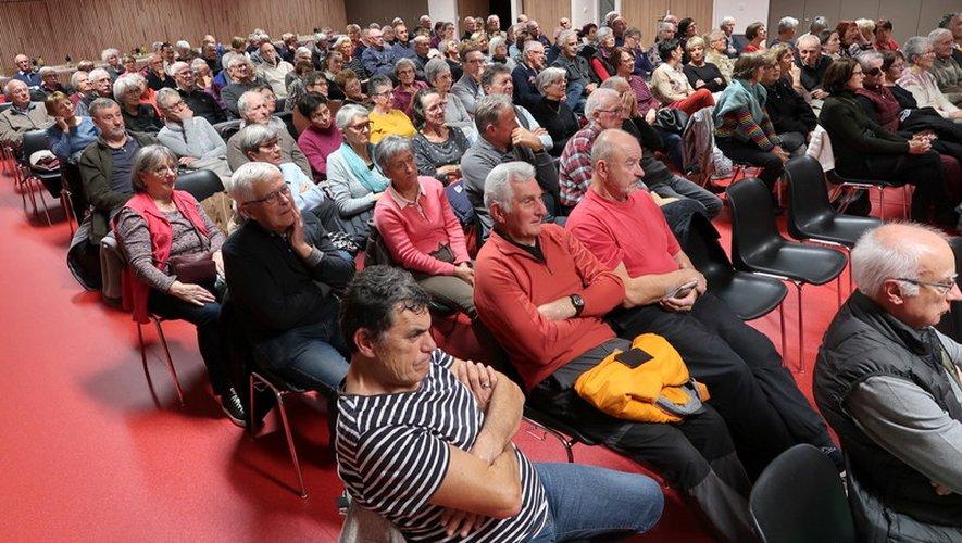 Une salle comble pour assister aux débats.