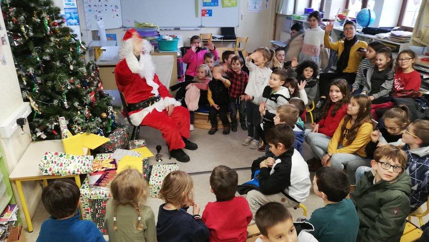 Le père Noël est arrivé à bon port pour le plus  grand bonheur des enfants.