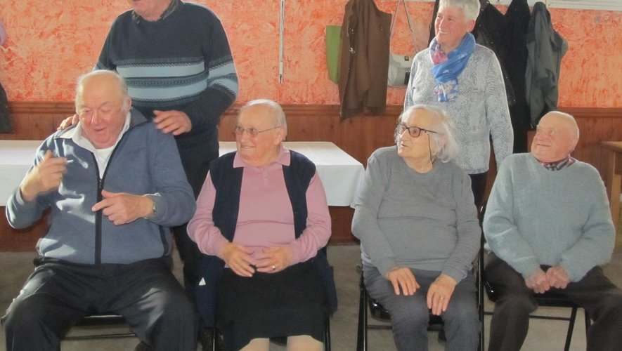 Les quatre personnes à l'honneur à l'occasion de leurs anniversaires et ont soufflée également les 40 ans du club.
