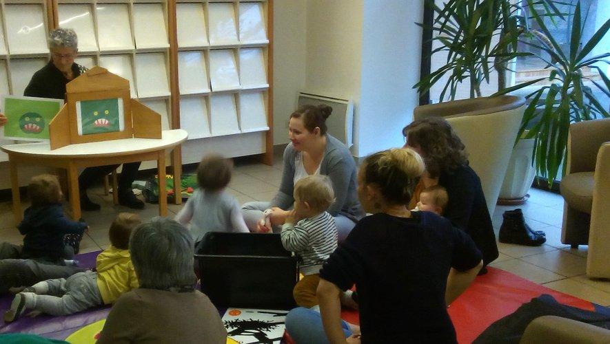 Des enfants ravis par l'intervention de Marie Clotilde.