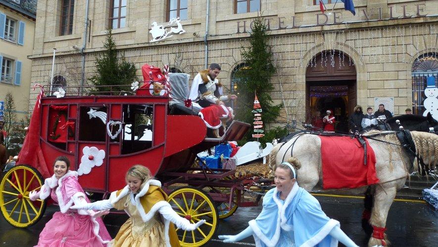 Les fées de la parade devant leur diligence.