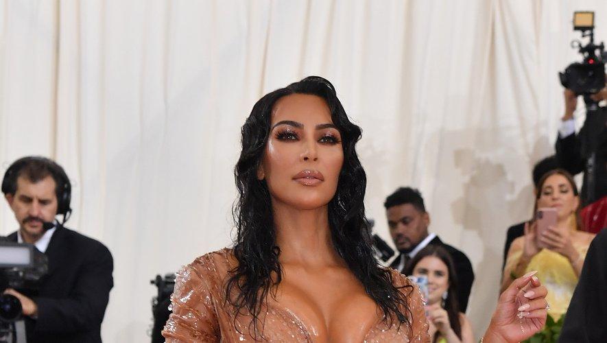 Si les thèmes du Met Gala invitent aux looks excentriques, Kim Kardashian est allée un peu loin dans cette robe seconde peau au décolleté profond. New York, le 6 mai 2019.