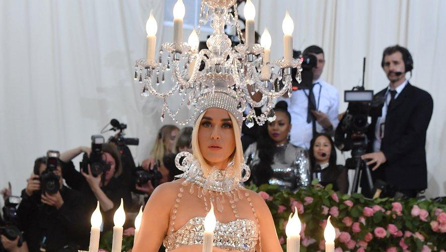 Même constat pour Katy Perry qui a franchi la limite du mauvais goût en apparaissant au Met Gala en chandelier. New York, le 6 mai 2019.