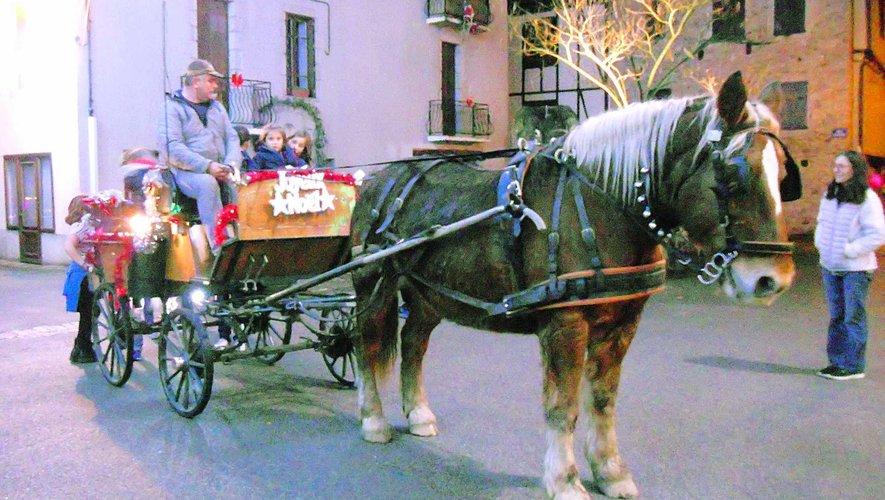 Dolly ramène les enfants après un tour de calèche.