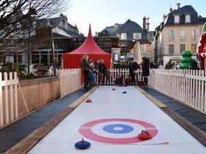 Curling, jouets en bois et autres animations pour les enfants.