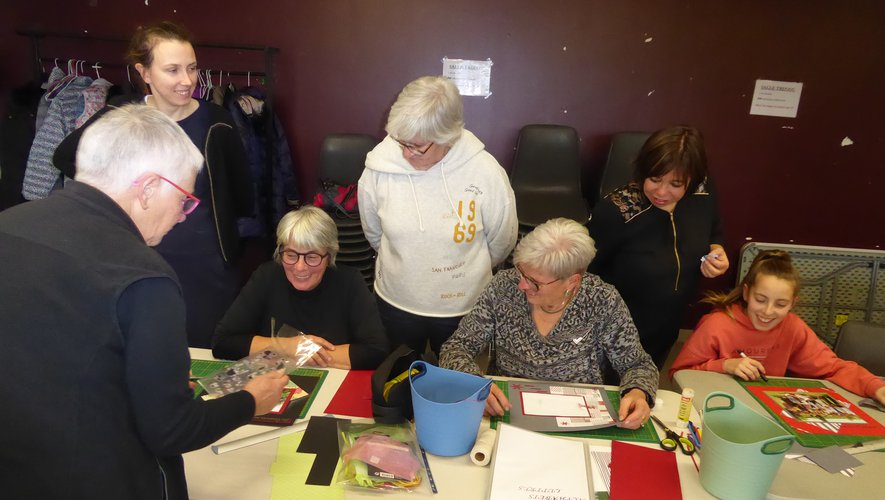 Les participantes à cet atelier autour de Maryse Vacquier.