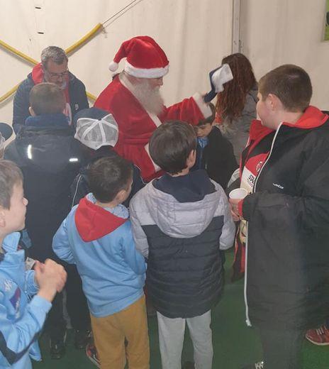 Le père Noël lors de la distribution des cadeaux.