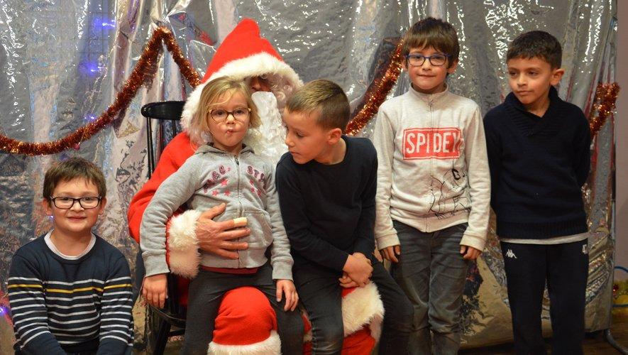 La joie suprême d'approcher le Père Noël et de recevoir un cadeau.